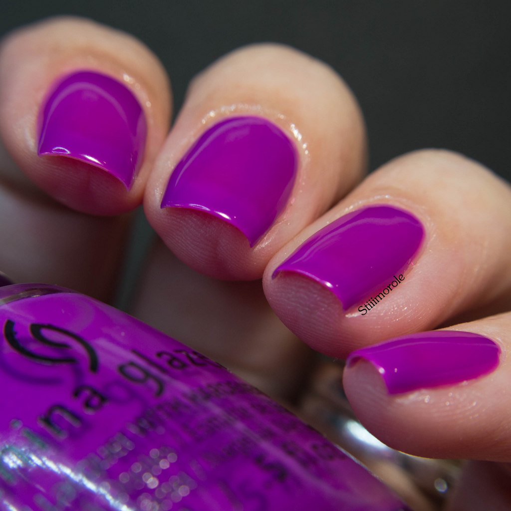 1-China Glaze - Violet vibes 1